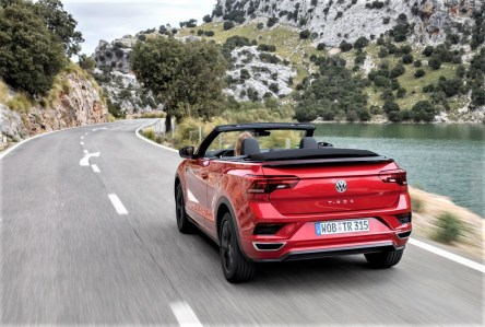 """Auf Wunsch kann das T-Roc Cabriolet mit einem """"Digitalen Cockpit"""" und dem für die Baureihe Top-Infotainmentsystem """"Discover Media"""" ausgestattet werden. © Volkswagen"""