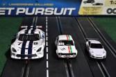 Die drei gängigsten Slotcar-Maßstäbe (v.l.): Dodge Viper von Scaleauto (1:24), Ford Escort RS 1600 von Scalextric (1:32) und Porsche 911 von Carrera Go (1:43). Foto: Auto-Medienportal.Net