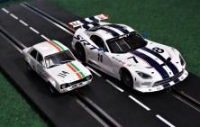 Deutlicher Größenunterschied: Slotcar im Maßstab 1:32 (links) und in 1:24. Foto: Auto-Medienportal.Net