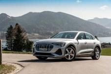 Klares Profil: Die vier Lidstriche unter den Scheinwerferaugen kennzeichnen den Sportback als e-tron. © Audi