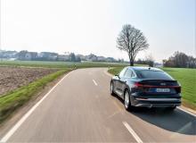 Der Audi e-tron Sportback vereint die Kraft eines geräumigen SUV mit der Eleganz eines viertürigen Coupés und dem progressiven Charakter eines Elektroautos. © Audi