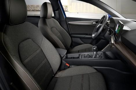 Bequem: Das Cockpit des neuen Seat Leon wirkt besonders geräumig. © Seat