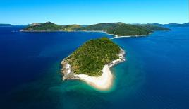 """Mid Molle Island. © """"Tourism and Events Queensland"""" (TEQ)"""