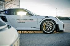 """""""Porsche Open Pitlane"""": Auf Wunsch stehen auch Mietfahrzeuge wie der 911 GT2 RS Clubsport zur Verfügung. Foto: Auto-Medienportal.Net/Porsche"""