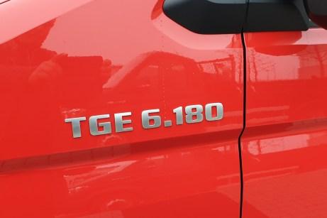 """Die """"6"""" steht für das aufgelastete TGE-Modell: Das zulässige Gesamtgewicht beträgt 5,5 Tonnen. © Wolfgang Tschakert / mid"""