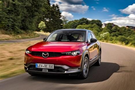 Der frontgetriebene Mazda MX-30 beschleunigt in 9,7 Sekunden von 0 auf 100 km/h und hat eine abgeriegelte Höchstgeschwindigkeit von 140 km/h. © Mazda