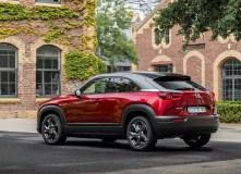 Trotz der Verwendung von Freestyle-Türen und dem damit verbundenen Wegfall der festen B-Säule absorbiert die Karosserie zuverlässig und effizient die bei einem Unfall entstehende Energie. © Mazda