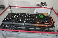 Die Akkus kommen von CATL aus China, die Steuerung von Abt: der 333 Kilo schwere Batteriekasten des Strom-T 6.1. © Rudolf Huber / mid