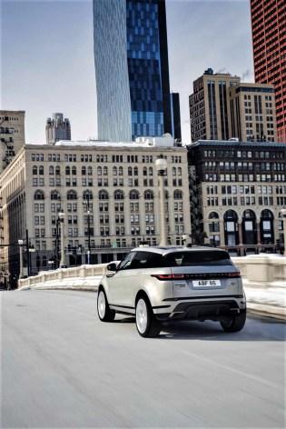 Unangetastet bleibt das Portfolio der Benzinmotoren: Die Kunden des Range Rover Evoque haben die Wahl aus P200, P250 und P300 – ausnahmslos mit Mild-Hybrid-Technologie. © Range Rover