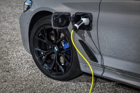 Laden lässt sich der Akku per Typ2- oder Schuko-Stecker. © BMW