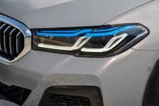 Die blauen Lichtleiter weisen auf das optionale Laserlicht hin. © BMW