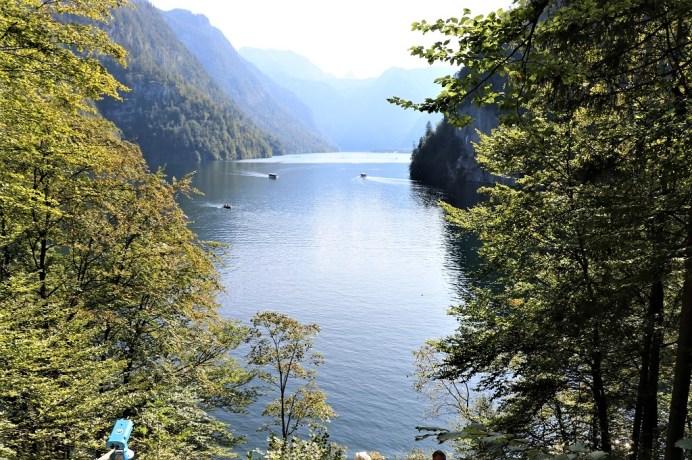 Der Malerrundweg oberhalb von Berchtesgaden erlaubt einen Blick auf den Königssee. © Kurt Sohnemann