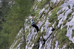 Isabel genießt den Abstieg an der Göll-Westwand, die sie gemeinsam mit Thomas Huber und Uli Heimann erobert hat. © Kurt Sohnemann