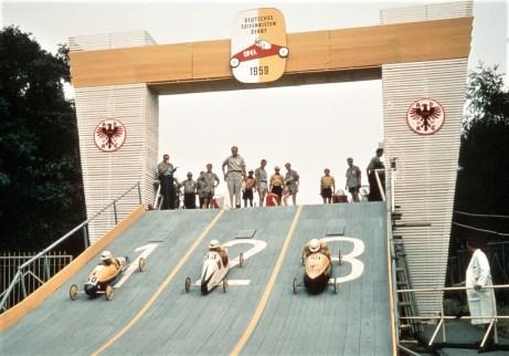 Das Deutsche Seifenkisten-Derby 1959. Foto: Auto-Medienportal.Net/Opel