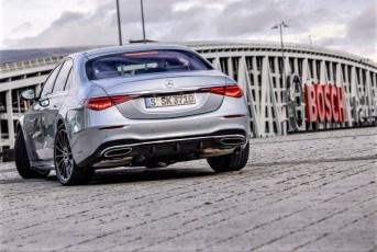 Mit der neuen S-Klasse will Mercedes beweisen, dass man nach wie vor die Lufthoheit in der Premium-Klasse hat. © Daimler