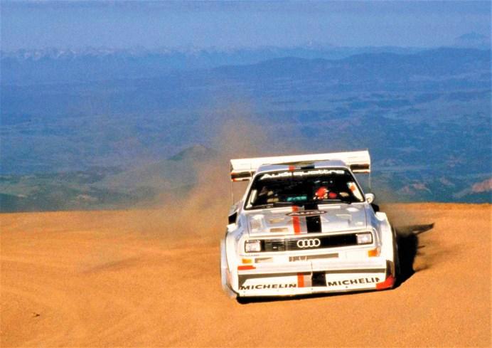 10:47:85 Minuten war die Zeit, mit der Röhrl 1987 mit dem Audi Sport quattro S1 beim Berg-rennen am Pikes Peak (USA) triumphierte. An der schnellsten Stelle der 20 Kilometer langen Strecke, mit 1435 Höhenmetern, einer durchschnittlichen Steigung von sieben Prozent und 156 Kurven, wurde er mit 196 km/h gemessen. © Audi