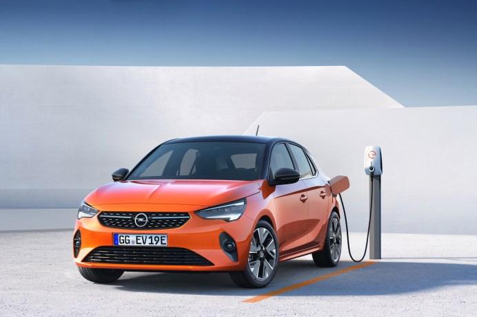 Beliebter Stromer: Besonders weit oben auf der Elektro-Welle reitet der batterieelektrische Corsa-e. © Opel