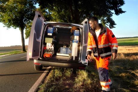 Der Caddy im Einsatz als Pannenhelfer. © VWN