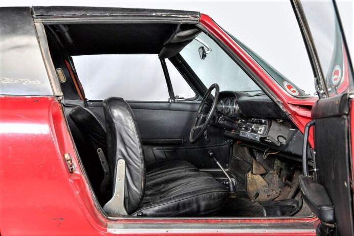 Vor der Restaurierung: Der erste in Deutschland ausgelieferte Porsche 911 S Targa von 1967 im Anlieferungszustand. Foto: Auto-Medienportal.Net/Porsche