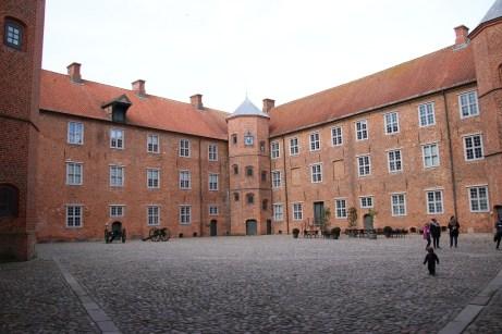 Der Innenhof des Schlosses Sonderburg, in dem eine Ausstellung die Geschichte der Region abhandelt. © Kurt Sohnemann