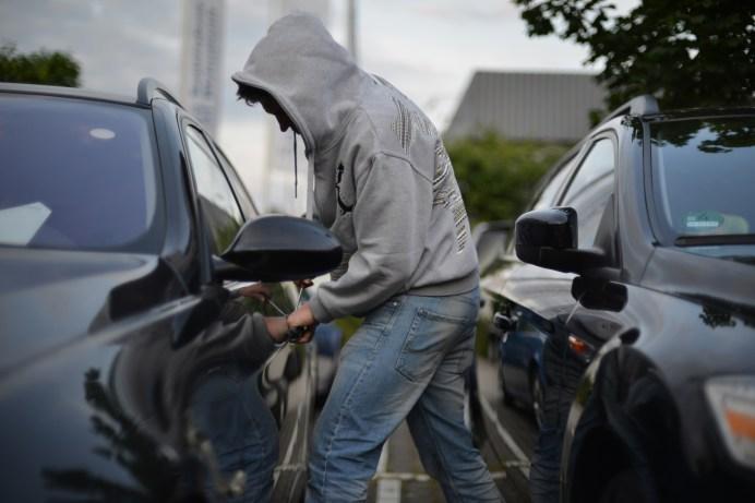 Die Teilkaskoversicherung kommt für Schäden durch Diebstahl, Unwetter und Wildunfälle auf. © www.polizei-beratung.de