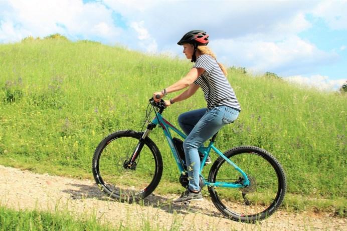 Mit einem Elektro-Fahrrad geht es leichter bergauf. © trenoli.de