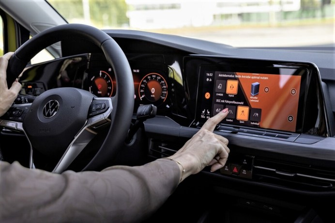 Cockpit eines VW Golf. Foto: Auto-Medienportal.Net/Volkswagen