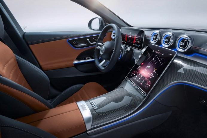 Wie eine kleine S-Klasse: das Interieur mit Digital-Cockpit und bis zu 11,9 Zoll großem Zentral-Display. © Daimler