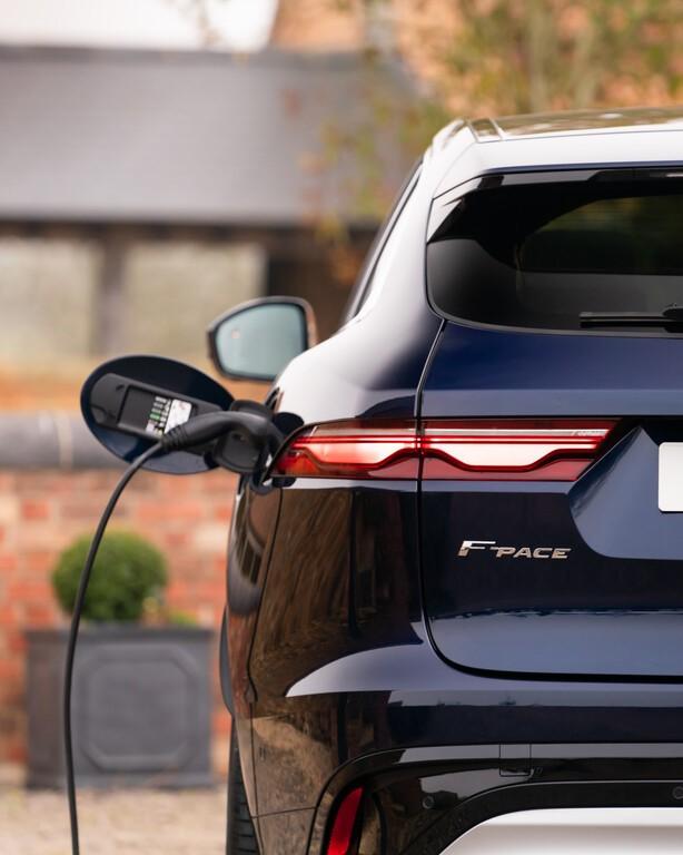 Voll aufgeladen kann das Hybrid-SUV 59 Kilometer rein elektrisch zurücklegen. © Jaguar