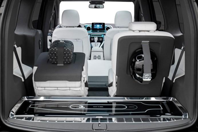 Kleiner Gag: Im Kofferraum der Studie Concept EQT ist unter Glas ein Longboard verstaut. © Daimler