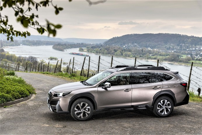 Auffällig: die neue markante Dachreling des Subaru Outback© Subaru