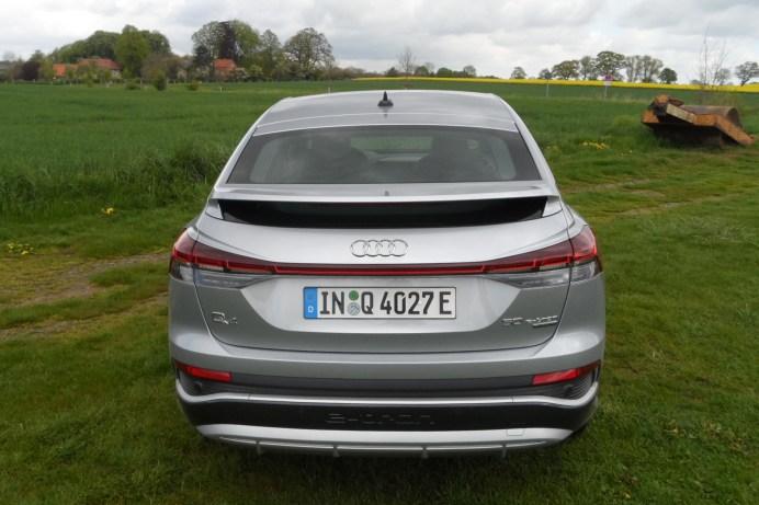 Das durchgehende Leuchtenband am Heck wird zum Standard bei den Stromern von Audi. © Rudolf Huber / mid