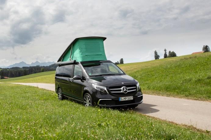 Der Halt am Straßenrand ist keine Lösung für die Übernachtung - und Stellplätze sind sehr begehrt. © Daimler
