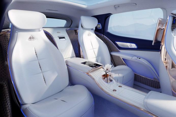 Der Lounge-Charakter des Innenraums im Maybach soll luxuriöses Reisen auf höchstem Niveau ermöglichen. © Daimler