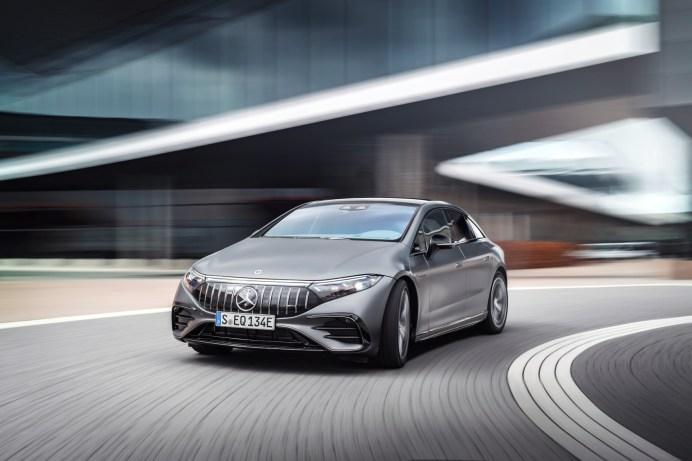 Der Mercedes-AMG EQS 53 4MATIC+ ist dank zweier E-Motoren normalerweise 658 PS und mit optionalem Dynamic Plus Paket 761 PS stark. © Daimler