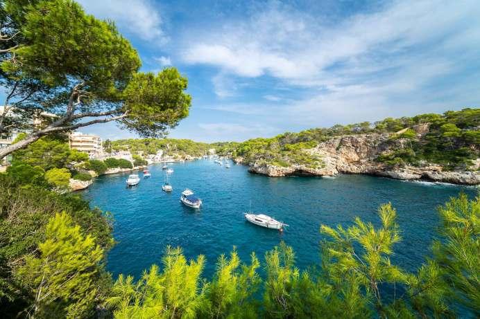 Die Nachfrage für Mallorca (hier Cala Figuera) zieht an. Die Baleareninsel überzeugt mit kurzer Flugzeit, einem breiten Flugangebot aus ganz Deutschland, angenehmen Temperaturen sowie der großen Auswahl an Ausflugs- und Freizeitaktivitäten. © TUI
