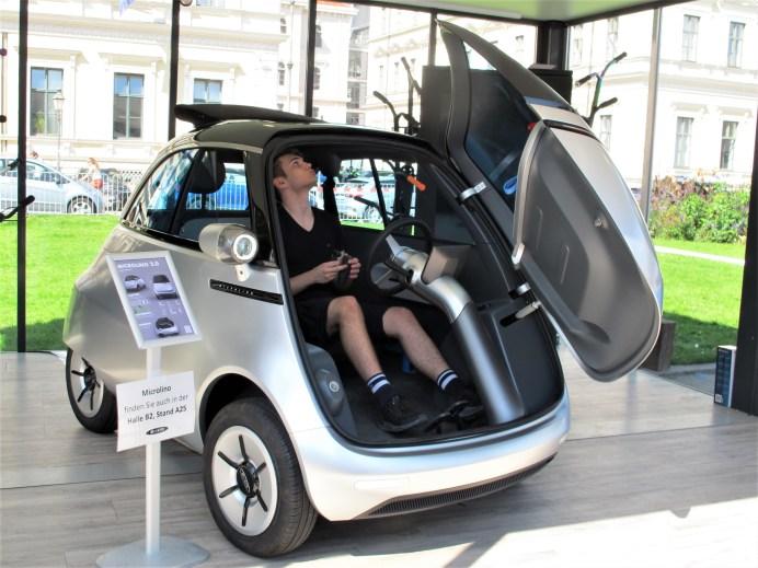 Die verbesserte Isetta-Neuauflage Microlino bietet die Schweizer Micro Mobility Systems AG mit Elektroantrieb an. © Karl Seiler