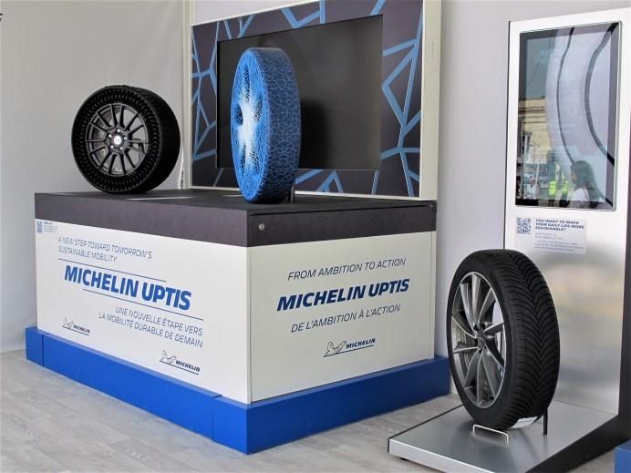 Aktuell schon lieferbar, in drei Jahren serienreif oder vorerst noch Zukunftsmusik sind diese drei Michelin-Reifen. © Karl Seiler