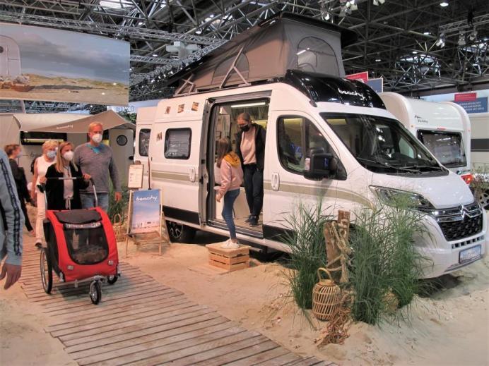 Die Hobby-Studie Beachy Van 540 nimmt innen praktische Elemente der Camper-Baureihe auf. © Karl Seiler