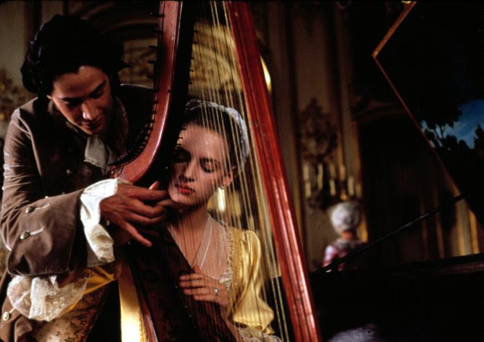 DANGEROUS LIAISONS, Keanu Reeves, Uma Thurman, 1988
