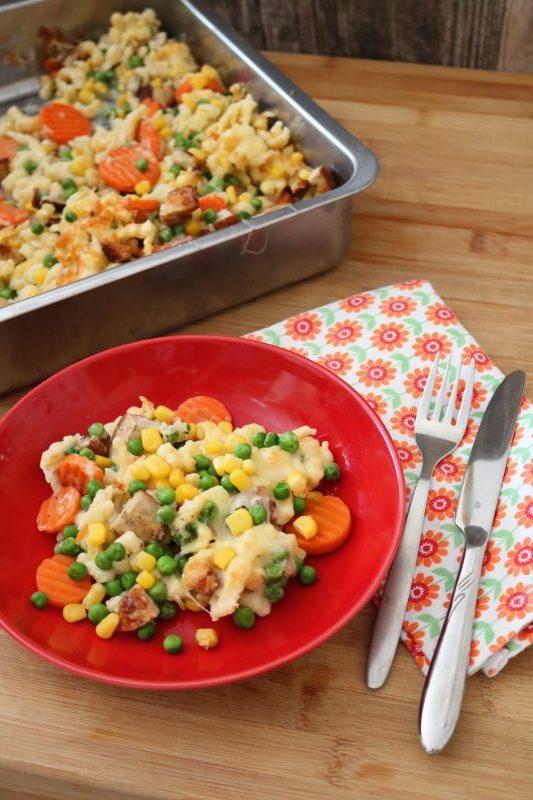 Bratwurstauflauf, Auflauf, Auflauf mit Gemüse, ueberbacken, Familienessen, Kindergericht, aus dem Ofen, kochen, die alltagsfeierin