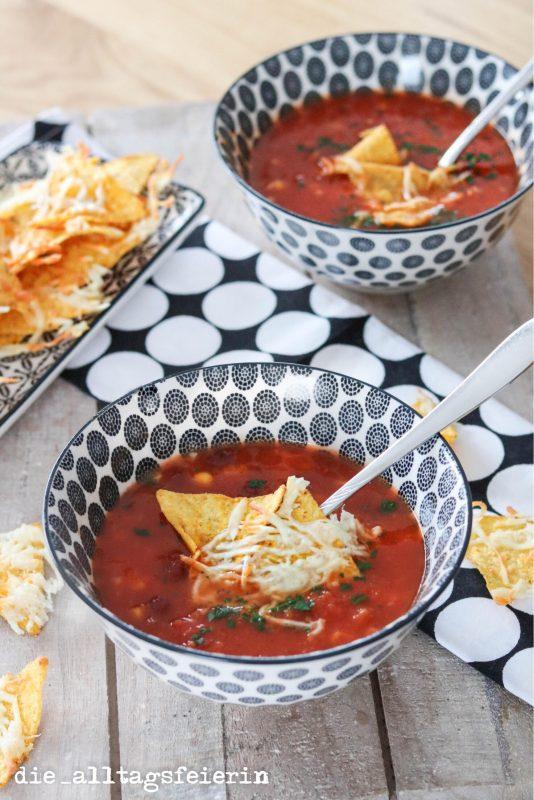 KOCHQUICKY NO. 04: SCHNELLE TEXMEXSUPPE MIT TORTILLACHIPS, Suppe, Soup,  schnell, Käse, Tortillachips, Kidneybohnen, Mais, Tomaten, Tex-Mex-Suppe