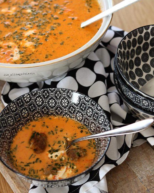 Suppen, Speiseplan, Suppendienstag, Paprika-Mascarpone-Suppe, Hackbällchen, Mascarpone, Paprika, Paprika-Mascarpone-Süppchen
