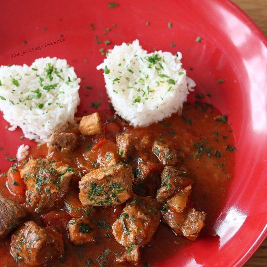 Essen ist fertig! Was koche ich heute? Gulasch, Speiseplan, Wochenplan, Essensplan, Freebie, Reis, Hausmannskost, Kochklassiker