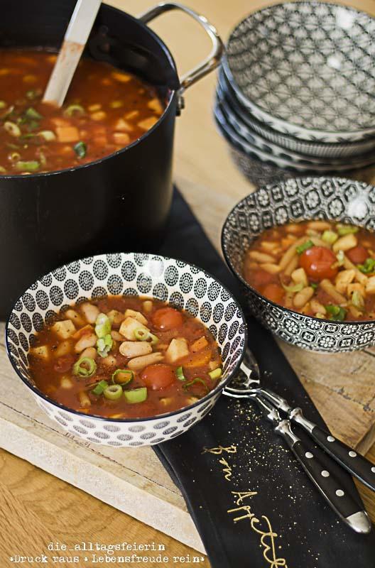 Suppendienstag, Suppe, veggie, vegetarisch, Minestrone, italienische Gemüsesuppe, gesund, lecker, leicht zuzubereiten, Wochenplan, Speiseplan, Freebie, Essensplan, Essenplanung