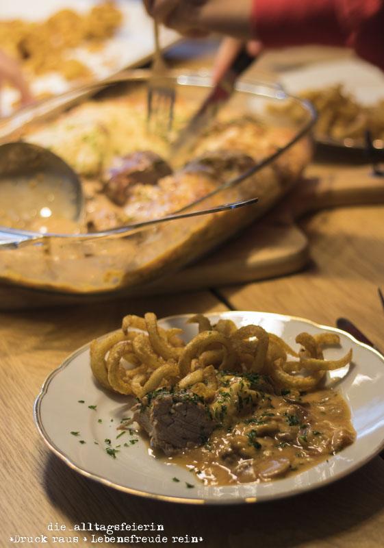 ueberbackene Schweinelende, Partyrezept, festliches Essen, Schweinelende, aus dem Ofen, Kaese, Champignons, Familienessen