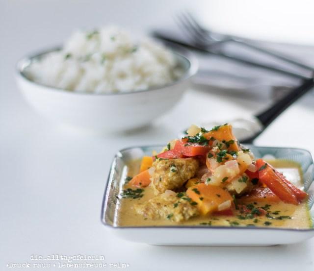 Indisches Haehnchen-Curry, Curry, Gewuerz, indische Kueche, Reis, Naan-Brot, Paprika, Familienkueche, leichte Kueche, Kindergericht, frisch kochen, Mango