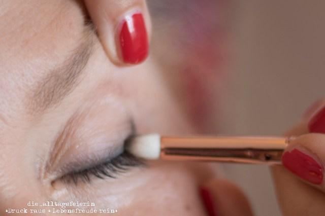 Beautycoaching der Schminktante auf der Vogelsburg Mainfranken in Volkach bei Wuerzburg. Augen-Make-up, Lidstrich, Birgit von relativ jung