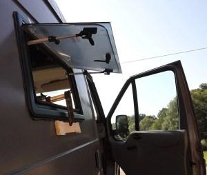 Fenster mit Schraubzwingen fixieren