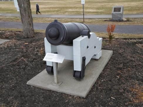 An vielen Stellen waren Kanonen aufgestellt
